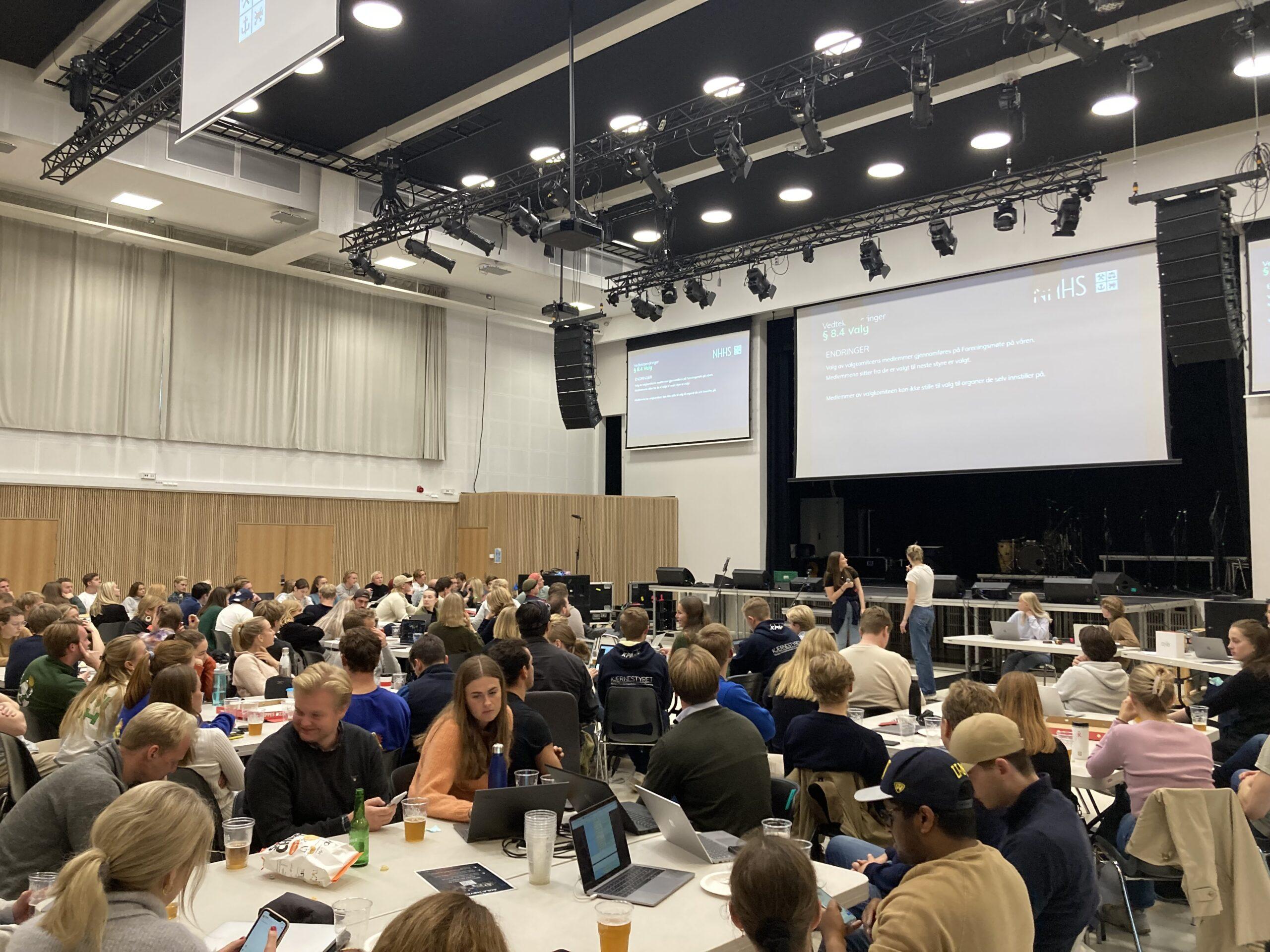 Ekstraordinært foreningsmøte: Het debatt, varm skjenk